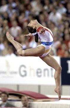 Women's Gymnastics, Gymnastics Posters, Gymnastics Photography, Gymnastics Pictures, Artistic Gymnastics, Female Gymnast, Action Poses, Athletic Women, Sport Girl