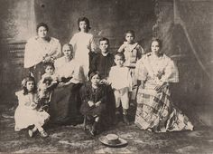 Cebu, Philippines: The Old Families of Colon Street Philippines Outfit, Philippines People, Philippines Cebu, Philippines Culture, Old Images, Old Photos, Vintage Photos, Filipino Culture, Mindanao