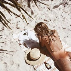 Travel girl / Summer / Beach / Straw hat / Tan / Sand / Neutral colors / Beach babe / Orange / One piece