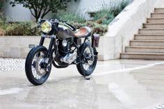Yamaha Cafe Racer Saudade by Tricana Motorcycles Scrambler Custom, Custom Motorcycles, Cars And Motorcycles, Vintage Cafe Racer, Car Headlights, Cafe Racer Motorcycle, Hot Bikes, Moto Style, Love Car