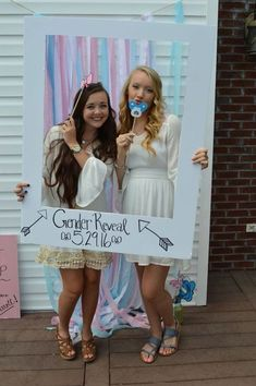 DIY Gender reveal photo booth Pinned by freebies-for-baby.com #genderreveal #baby #babyshower
