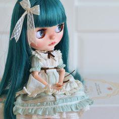 Little miss No Name 🙃 #neoblythe #blythedoll #blythe #instablythe #dollstagram #doll #instadoll #blythestagram #blythecustom #marrakechmelange #azoneclothes
