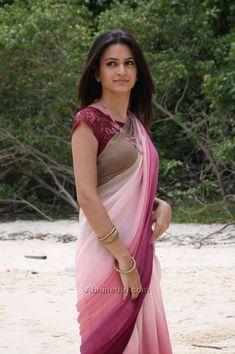 Kriti Kharbanda in Saree Beautiful Girl Indian, Most Beautiful Indian Actress, Beautiful Girl Image, Beautiful Saree, Beautiful Ladies, Beautiful Actresses, Saris, Beauty Full Girl, Beauty Women