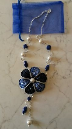 Fiore blu Aluminum Wire Jewelry, Xmas Tree Decorations, Cup Art, Coffee Pods, Homemade Jewelry, Bijoux Diy, Creations, Jewelry Making, Jewels