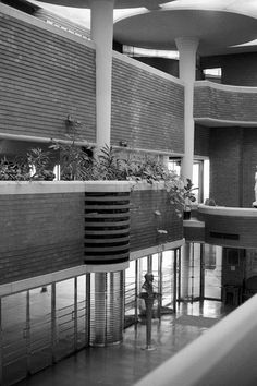 Image 9 of 10 from gallery of AD Classics: S. Johnson and Son Administration Building / Frank Lloyd Wright. Photograph by Rafael A Garcia Organic Architecture, Beautiful Architecture, Architecture Design, Bubble House, Frank Lloyd Wright Buildings, Colani, Usonian, Dome House, Interesting Buildings