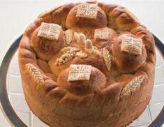 U vreme slavskih veselja, evo jednog predloga kako napraviti slavski kolač. Serbian Recipes, Serbian Food, Musaka, Bean Bag Chair, Recipies, Vegan Recipes, Gallery Wall, Evo, Bread