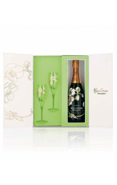 Perrier-Jouet Belle Epoque 2004 Giftbox with 2 Flutes This Christmas, esteemed Champagne house Perrier-Jouet sweetens the pot – or shall we say, flute – with the launch of four gift-boxes: the Belle Epoque 2004 Anniversary Limited Edition Giftbox, the. Champagne Gift Baskets, Champagne Gift Set, Wine Gift Baskets, Liquor List, Perrier Jouet, Wine Packaging, Packaging Design, Luxury Packaging, Wine Online