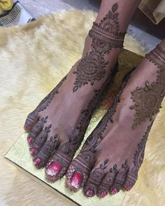 And henna on the feet