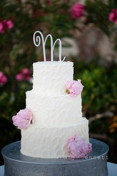 Gorgeous white and blush wedding cake in Los Cabos #wedding #cake #blush #pink #white