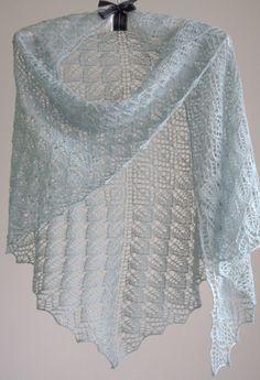 Ażurowa chusta, zrobiłam ją na drutach.