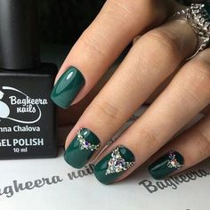 princess emerald green nails