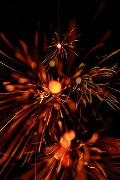 Senko hanabi (incense stick firework) is a very delicate and traditional Japanese firework. It's loved in Japan for a long time, because it reminds people of the beauty and brevity of life.