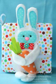 Hecho a mano por la madre: Libro del Desarrollo №5 con zanahorias y un préstamo en la portada)