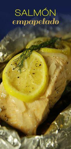 Salmón Empapelado | El salmón empapelado es una preparación deliciosa, y sobre todo muy saludable. Es un platillo repleto con omega-3, donde el limón amarillo y la cebolla perfuman al pescado, aportándole un sabor inigualable. I Love Food, Good Food, Yummy Food, Tasty, Salmon Empapelado, Healthy Low Carb Recipes, Food Trends, Omega 3, Clean Eating
