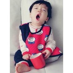 "98 Likes, 4 Comments - 우주맘 계정은 @wooju_mom 입니다 :) (@woojoo_13) on Instagram: ""자연인 임우주씨ㅋㅋㅋㅋㅋ 하품을 쩌어억! -…"""