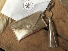 "Kartenetui ""CARA"" Schlüsselanhänger kleine Geldbörse aus echtem Leder gold Gold, Bags, Coin Purse, Love Girlfriend, Wrapping Gifts, Tiny Gifts, Xmas Gifts, Handarbeit, Leather"