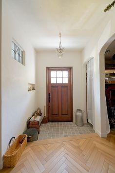2階LDK太陽の光をたくさん取り込んだフレンチスタイルハウス ウエストビルドの写真集 Natural Interior, Entry Hall, Mudroom, My Dream Home, Entryway Bench, Doors, Studio, Inspiration, Furniture