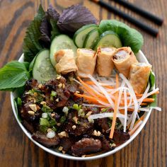 BBQ Pork with Rice Vermicelli & Vegetables Pork Recipes, Asian Recipes, Cooking Recipes, Healthy Recipes, Ethnic Recipes, Delicious Recipes, Tasty, Vermicelli Recipes, Rice Vermicelli