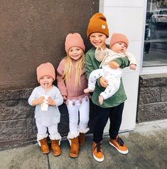 Adorable fall baby inspiration Adorable fall baby inspiration The post Adorable fall baby inspiration appeared first on Jennifer Odom. So Cute Baby, Baby Kind, Cute Babies, I Want A Baby, Cute Family, Baby Family, Family Goals, Family Life, Little People
