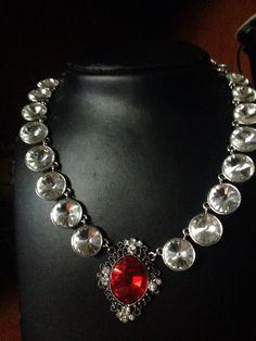 #collana #cristalli con #pendente in Rosso. Info@oro18.eu #oro18 #bigiotteria #bijoux  Www.oro18.eu  Fb:oro18 fantasie creative