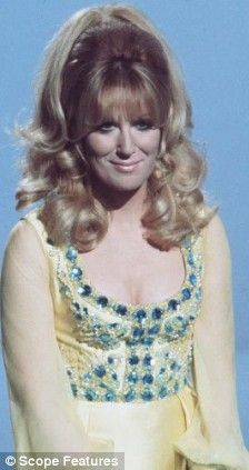 Dusty Springfield The post Nicole Kidman to play bisexual Sixties songbird Dusty Springfield appeared first on Aktuelle. Pop Singers, Female Singers, Call Dusty, Dusty Springfield, Fashion Models, Latex Fashion, Steampunk Fashion, Gothic Fashion, Rock And Roll Bands