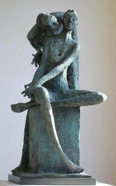 Nascido em 1948, o escultor irlandês Bob Quinn teve uma longa carreira como artista comercial , designer e como chefe de uma empresa de design e produção de sucesso .