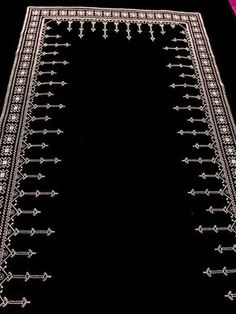 1 million+ Stunning Free Images to Use Anywhere Kasuti Embroidery, Embroidery Scarf, Hand Embroidery Stitches, Cross Stitch Embroidery, Embroidery Patterns Free, Embroidery Designs, Cross Stitch Designs, Cross Stitch Patterns, Islamic Prayer