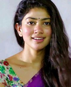 Here we present the Maari 2 Heroine Sai Pallavi Latest HD Wallpapers. Sai Pallavi is an Indian film actress who works in Malayalam, Telugu and Tamil films. South Actress, South Indian Actress, Prettiest Actresses, Beautiful Actresses, Cute Beauty, Beauty Full Girl, Sai Pallavi Hd Images, Romantic Films, Actor Picture
