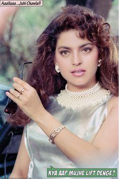 Juhi Chawla in Andaz Apna Apna 1994 Beautiful Bollywood Actress, Most Beautiful Indian Actress, Beautiful Actresses, Arab Actress, Hindi Actress, Vintage Bollywood, Bollywood Outfits, Bollywood Fashion, Bollywood Makeup