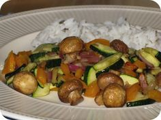Op dit eetdagboek kookblog : We blijven nog even verder testen met de Actifry. Het werd een groentegerecht uit het bijgeleverde boekje van Mathijs Vrieze. Erbij gewoon gekookte rijst.