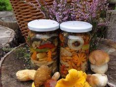 Jak uchovat houby na zimu | recept na nakládané houby | jaktak.cz Pickles, Cucumber, Food, Essen, Meals, Pickle, Yemek, Zucchini, Eten