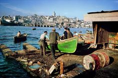 The Magnum photographer Ara Güler was born in Istanbul in 1928 to ethnic Armenian parents. His images of his home city take viewers back in time through an Istanbul that has changed at breakneck speed Istanbul City, Istanbul Turkey, Great Photos, Old Photos, Paris Match, Asia, Magnum Photos, Best Cities, Vintage Pictures