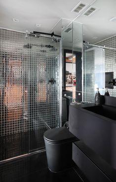 Apartamento de 46 m² com cozinha escondida! Confira no link imagens! (Foto: Mariana Orsi) #decor #decoração #decoration #decoración #apartamento #apartment #bathroom #banheiro #casavogue