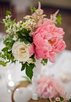 Garden-inspired centerpieces.  Love the pop of pink. (Bethany Belle photography, Holly Flora flowers; planning and design by Sweet Emilia Jane)