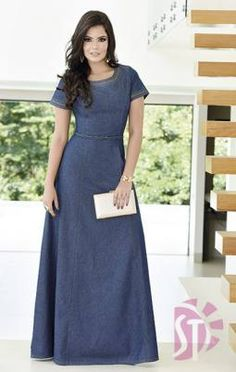Pretty and modest jean dress. Modest Dresses, Modest Outfits, Modest Fashion, Cute Dresses, Fashion Dresses, Jeans Dress, Dress Skirt, Mode Jeans, Komplette Outfits