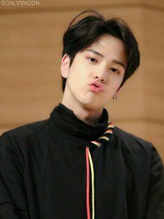 Younghoon - The Boyz Selca, Kim Young, Chang Min, Fandom, Kpop Guys, Cha Eun Woo, Ulzzang Boy, Celebs, Celebrities