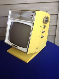 Vtg 1960 s Japanese JVC 3210 Nivico Vision Space Age Modern Yellow Portable TV