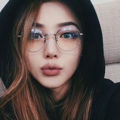 Tutorial – Girls with Glasses – - Makeup Tips Summer Korean Makeup Ulzzang, Korean Makeup Look, Korean Makeup Tips, Korean Makeup Tutorials, Hairstyles Bangs, Glasses Hairstyles, Pony Makeup, Eyewear Trends, Korean Make Up