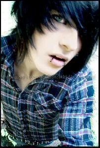 Cute emo boy i love his eyes cx looks like my boyfriends eyes /.