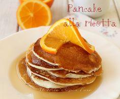 Pancake alla ricotta di Nigella ricetta senza zucchero ideali per una colazione o merenda salata oppure dolce. I pancake sono delle frittelle rese golosissime con l'aggiunta di sciroppo d'acero, frutta, fresca, panna, miele e tanto altro. I pancake alla ricotta sono morbidissimi, umidi ed hanno un sapore neutro.