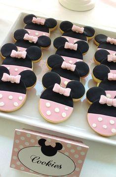 Hermosas galletas en forma de Minnie Mouse.