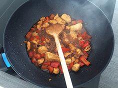 Zelfgemaakte kip siam met paprika in een heerlijke Oosterse saus