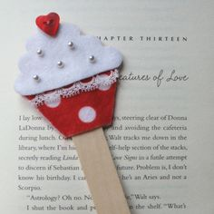 Cupcake bookmark - keçe kitap ayracı
