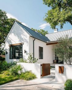 Residential Architecture, Architecture Design, Valensole, Stucco Homes, Austin Homes, Metal Roof, Land Scape, Exterior Design, Future House