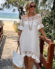 A gorgeous dress is a summer necessity and this cream dress makes Linda feel oh so feminine with it's sheer lace detail and easy relaxed… Simple Dresses, Casual Dresses, Short Dresses, Tunic Dresses, Boho Fashion, Fashion Outfits, Girly Outfits, Latest African Fashion Dresses, Mode Style