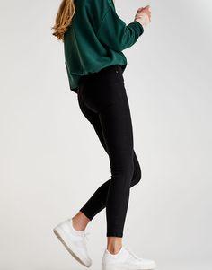 Pull&Bear - для женщин - одежда - джинсы - брюки с эффектом пуш-ап - черный - 09681321-I2017