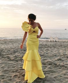 Long Yellow Dress, I Used it For a Wedding on the Beach and it was Perfect for the Ocassion. The Color Was fixing to the Place and i was looking Unique and Special. Santa Marta, Yellow Dress, Daily Fashion, Celebrities, My Style, Unique, Beach, Wedding, Color