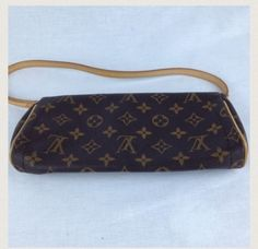 Louis Vuitton Brown Clutch $536