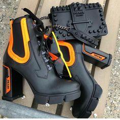 La imagen puede contener: Zapatos y botas - . Heeled Boots, Shoe Boots, Shoes Heels, Shoe Bag, Prada Shoes, Boot Heels, Prada Bag, Aesthetic Shoes, Aesthetic Clothes