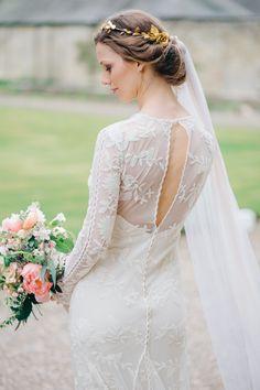 #brautfrisur #frisur Eine elegante Vintage Hochzeit | Hochzeitsblog - The Little Wedding Corner